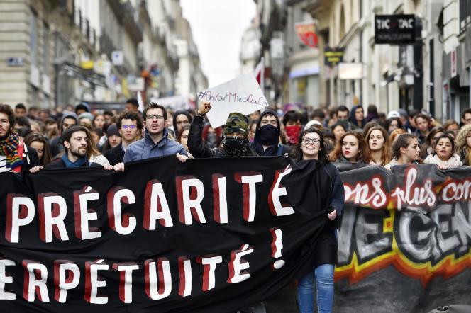 Des milliers de jeunes manifestent contre le loi El Khomri, à Nantes, le 9 mars 2016.