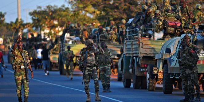 Soldats sénégalais de la force « Restaurer la démocratie» envoyée par la Cédéao, le 22 janvier 2017 à Banjul pour permettre la transition démocratique du pays après la présidentielle de décembre 2016.