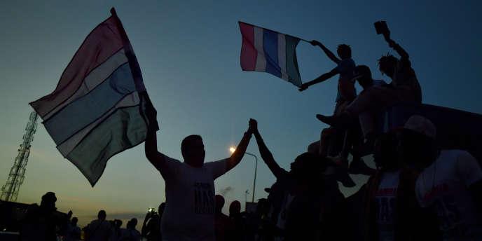 Le 21 janvier 2107, des Gambiens fêtent le départ du pays de Yahya Jammeh, qui a imposé vingt-deux années de dictature à son peuple.