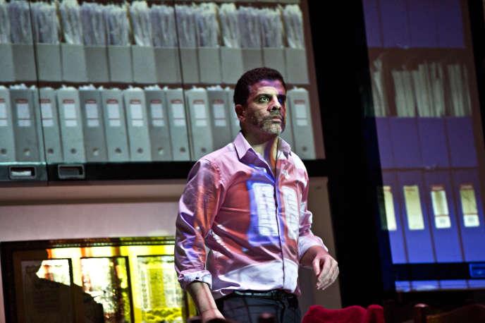 Zakariya Gouram dans le rôle du fils dans la pièce «Vertiges».