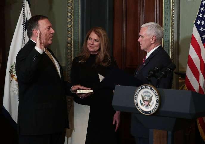 Mike Pompeo prête serment à Washington, le 23 janvier.
