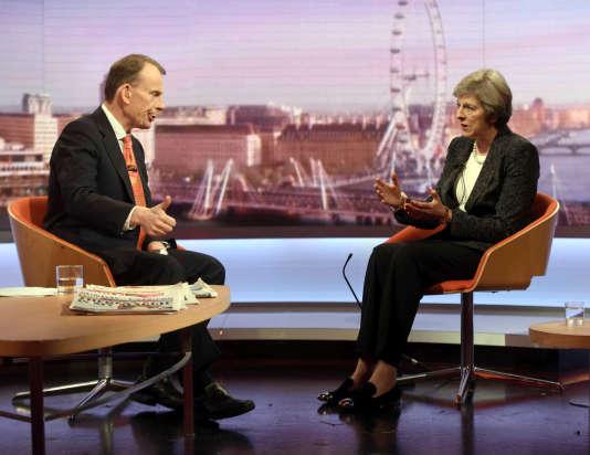 L'affaire a pris de l'ampleur lorsque, à la BBC, dimanche, la première ministre a refusé à quatre reprises de répondre à la question de savoir si elle était au courant.