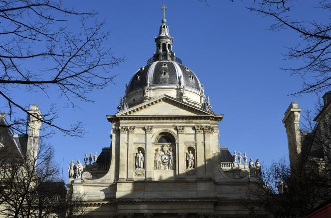 « Le chômage touche majoritairement une jeunesse non ou peu diplômée, tandis que par exemple les étudiants titulaires d'un master trouvent très largement un emploi» (Photo: la Sorbonne à Paris).