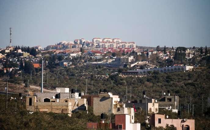 La colonie israélienne Ariel vue depuis le village de Hares, au sud de la ville de Naplouse, en Cisjordanie, le 23 janvier.