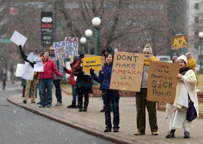 Des manifestants en faveur de l'«Obamacare», le 15janvier, à Denver (Colorado).