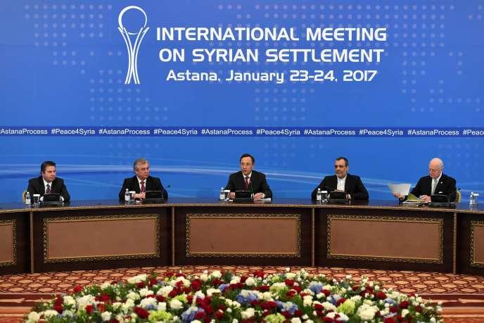 Réunis au Kazakhstan, les trois pays qui interviennent en Syrie se sont aussi dits favorables à la participation des rebelles syriens aux discussions de paix sous égide de l'ONU prévues à Genève le 8 février.