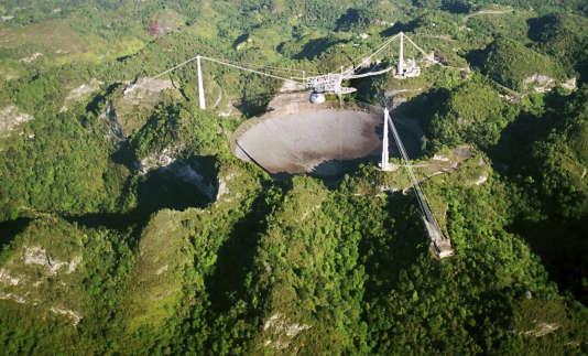 L'observatoire Arecibo, dans le nord de Porto Rico, est l'un des plus grands télescopes au monde.