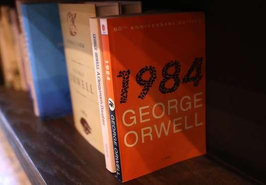 Un exemplaire du roman 1984, de George Orwell, dans la librairie The Last Bookstore, le 25 janvier 2017, à Los Angeles.