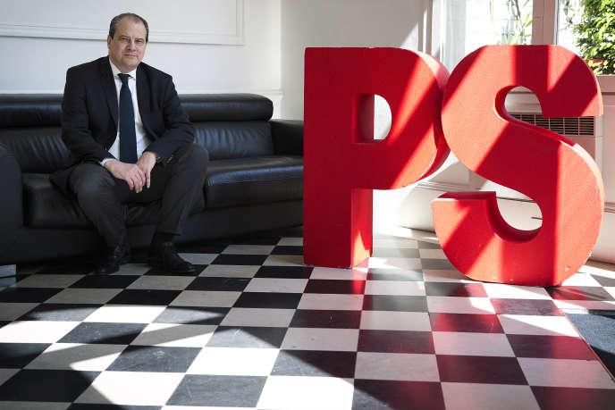 Jean-Christophe Cambadelis (premier secrétaire du Parti socialiste d'avril 2014 à septembre 2017), en mai 2014, au siège parisien de la rue de Solférino, à Paris, que le PS a vendu et qu'il doit quitter fin septembre.