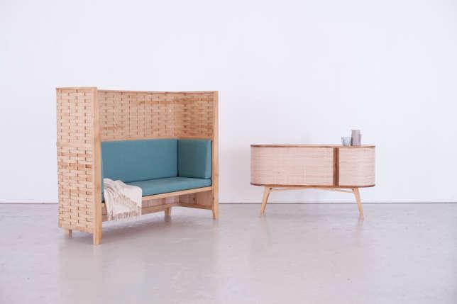 Ce canapé et ce petit buffet conçus par Sebastian Cox sont en bois de taillis tressé, des essences modestes des forêts britanniques.