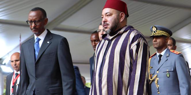 Le roi du Maroc Mohammed VI accueilli par le président rwandais, Paul Kagame, en octobre 2016 à Kigali.