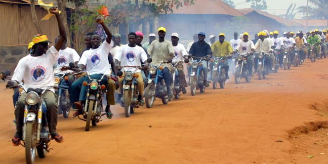 Des motos-taxis au Bénin, les « zémidjans», à Cotonou, en mars 2016.