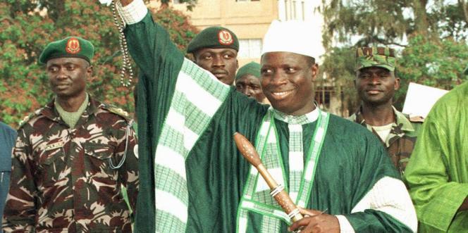Après vingt-deux de dictature, l'autocrate Yahya Jammeh, ici en 1999 à Banjul, quitte le pouvoir le 21 janvier 2017.