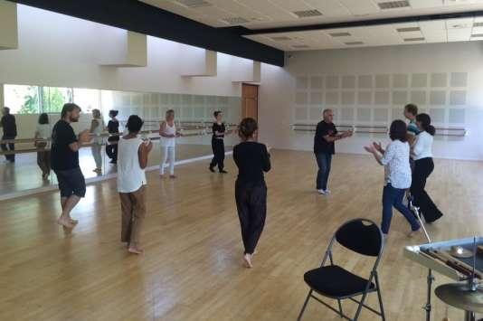 """Une formation de l'Ariam intitulée """"Rythme, mouvement et percussions corporelles"""" pour danseurs, musiciens et comédiens, avec le percussionniste Jean-Luc Pacaud."""