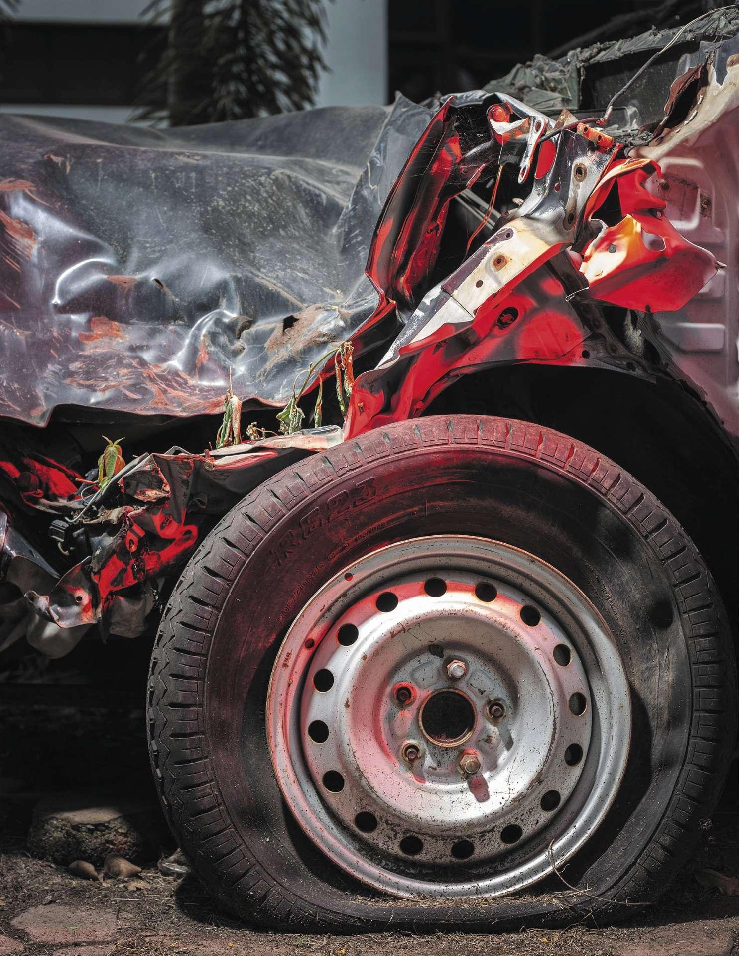 Une voiture détruite par le tremblement de terre de 2009 à Padang, dans l'ouest de l'île de Sumatra.