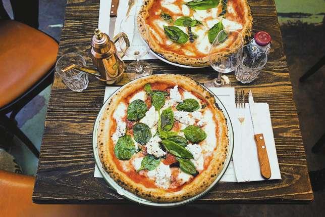 A Table Avec Fran Ois Simon Des Pizzas Buzz