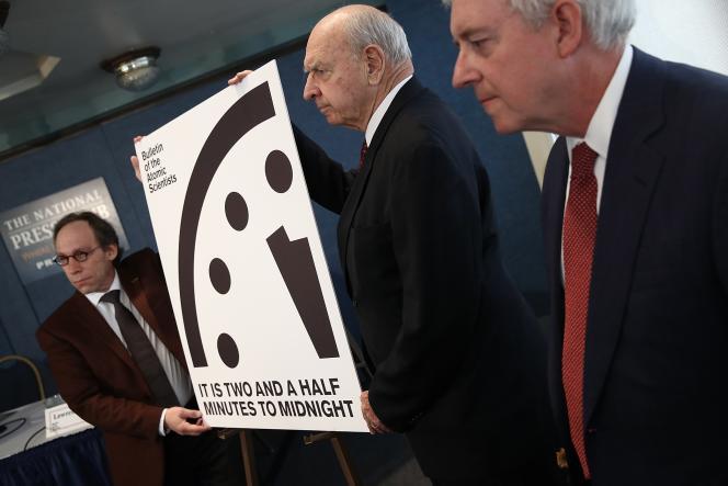 Les scientifiques du Bulletin of Atomic Scientists ont dévoilé la nouvelle heure de l'Horloge de la fin du monde. Depuis le 26 janvier, l'aiguille des minutes se situe à 2 minutes et 30 secondes avant minuit (heure théorique de la fin du monde).