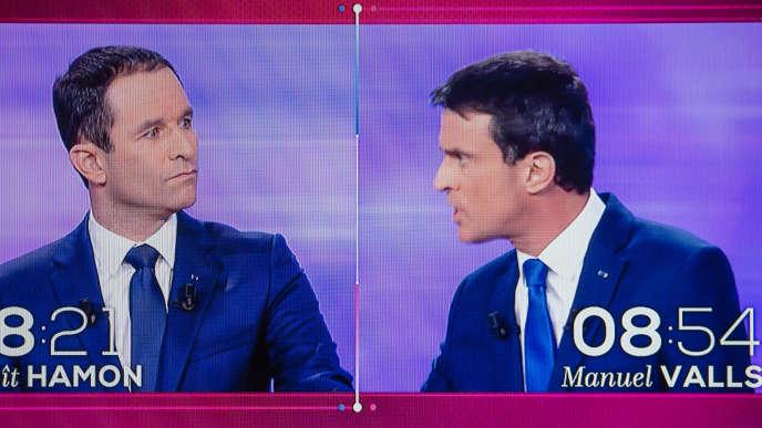 Débat TV pour la primaire à gauche entre Benoît Hamon et Manuel Valls. Captation TV à Paris, jeudi 25 janvier.
