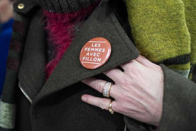 A Bordeaux, lors de la visite de François Fillon, le badge d'une supportrice, le 25 janvier.