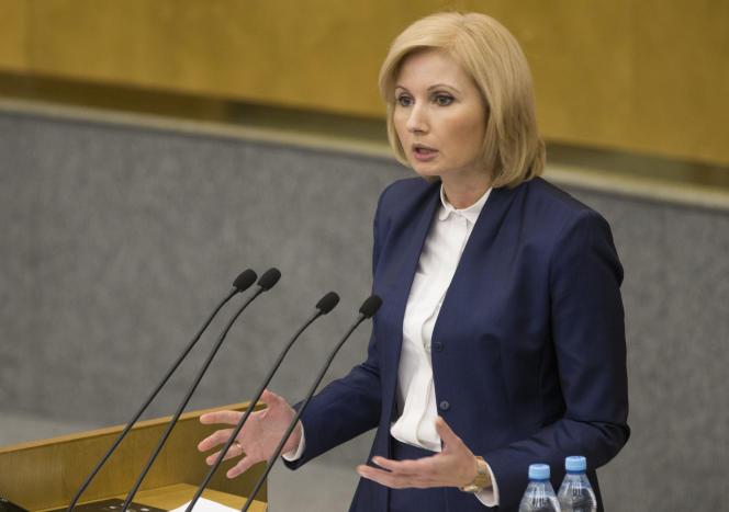La députée Olga Batalina à la tribune de la Douma défend le projet de loi dépénalisant les violences intra-familiales, le 25 janvier.