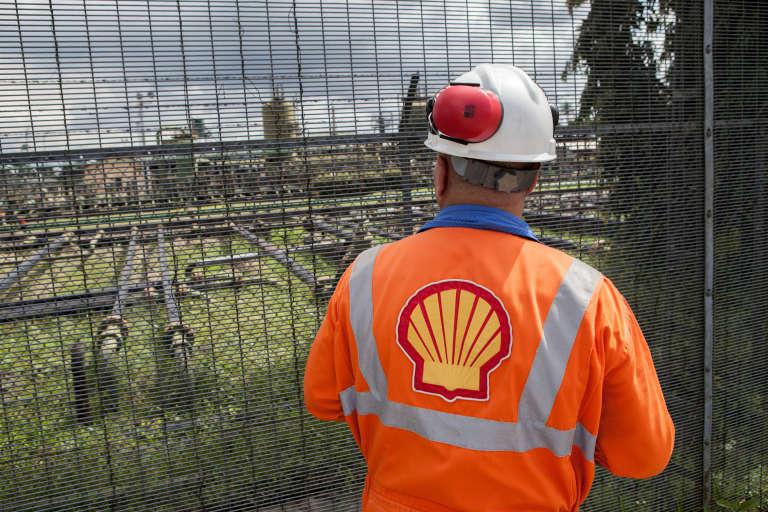 Un employé de la raffinerie Shell Agbada 2, à Port Harcourt, le 30 septembre 2015.