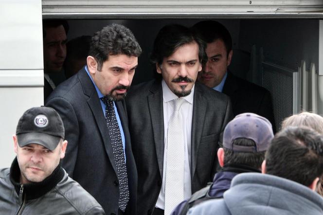 A l'arrivée des huit officiers turcs au tribunal, à Athènes, le 26 janvier.