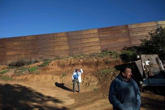 Le mur côté mexicain à El Nido del Aguila, dans les faubourgs de Tijuana, le26janvier2017.