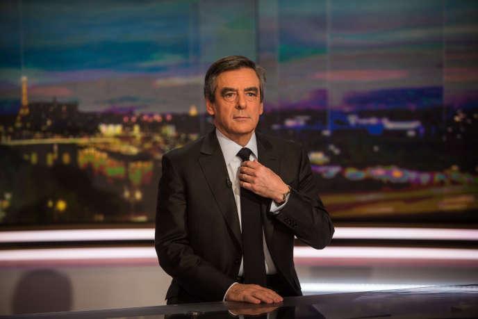 François Fillon arrive sur le plateau du journal de TFI pour répondre aux accusations concernant l'emploi fictif de son épouse, le 26 janvier.