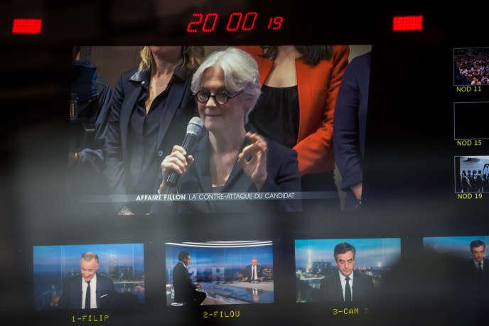 Penelope et François Fillon sur des écrans de régie de TF1 lors d'une interview de l'ancien premier ministre, en janvier 2017.