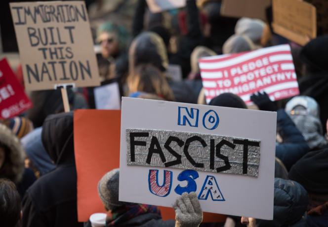 Lors des manifestations à l'aéroport JFK de New York, le 28 janvier.