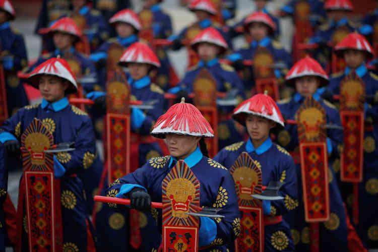 Un spectacle en costumes de la dynastie de Qing pour fêter l'entrée dans le nouvel an lunaire, au temple de la terre, à Pékin, le 28 janvier.