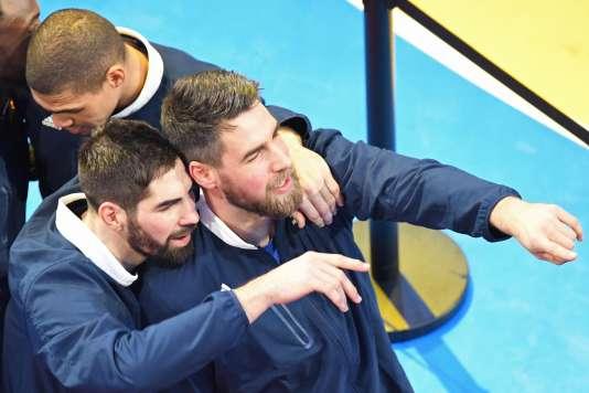 Nikola Karabatic et son frère Luka lors du sacre mondial des Bleus dimanche 29 janvier à Paris.