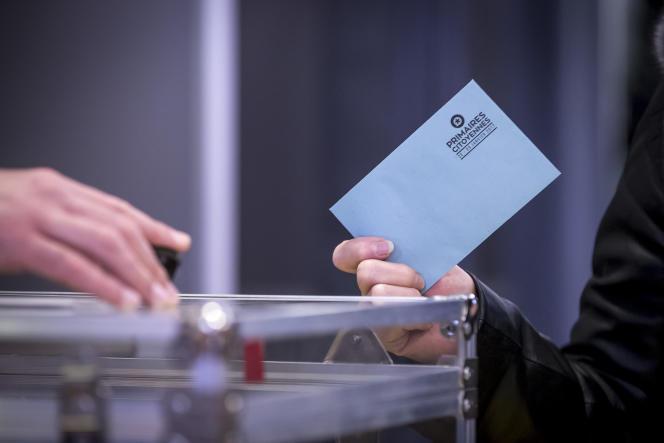 Second tour de la primaire de la gauche pour la présidentielle 2017. Bureau de vote dans l'école Jean-Jaurès à Trappes, Yvelines, dimanche 29 janvier 2017.