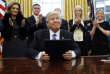 Depuis son arrivée, Donald Trump a signé de nombreux décrets présidentiels dans le Bureau ovale.