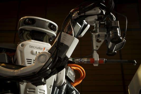 « Hiro», un robot spécialisé dans la manipulation de pièces aéronautiques.