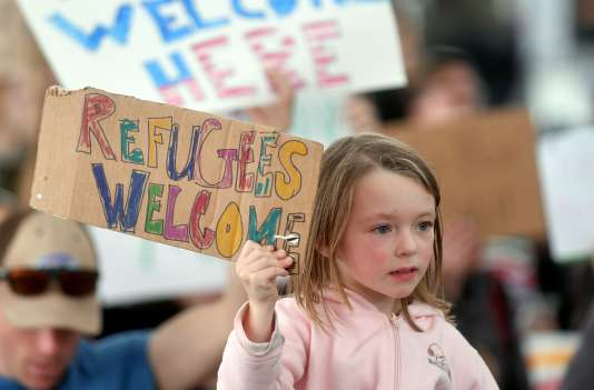 Une enfant lors de la manifesttaion du 29 janvier à l'aéroport international de San Francisco.