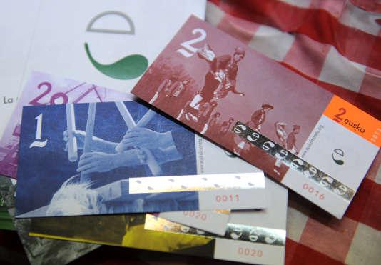 Des billets de l'Eusko, la monnaie locale du Pays-Basque.