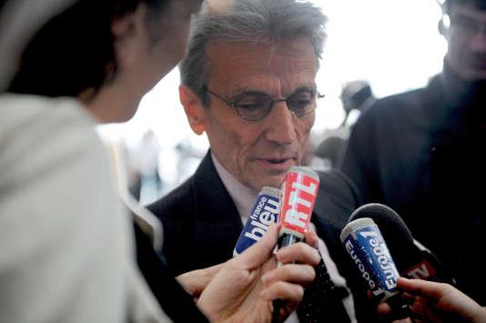 Me Thierry Lévy, en juin 2008 devant la salle d'audience de la cour d'assises de Melun.