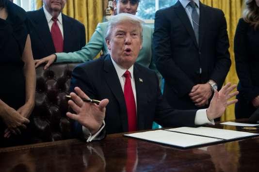 Donald Trump, dans le bureau Ovale de la Maison Blanche, le 30 janvier à Washington.