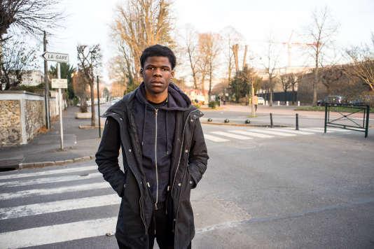 Richie K., 18 ans, est en terminale vente à Corbeil-Essonnes (Essonnes). Il participe avec sa classe à un projet audiovisuel autour de la question « être français ».