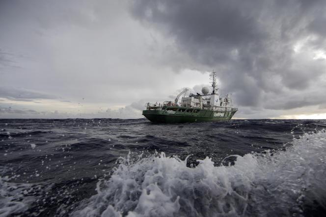 Depuis le 24 janvier 2017, le navire amiral de la flotte de Greenpeace, l'«Esperanza», navigue au large de l'Amazone et des côtes brésiliennes à la découverte d'un récif corallien.