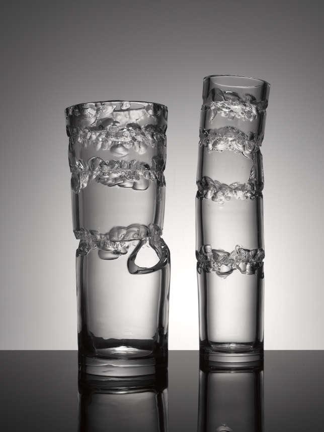Ces vases «Born Broken» (« nés brisés ») imaginés par Jakub Berdych réclament une grande dextérité dessouffleurs de la cristallerie de Bohème Lasvit, 2016.