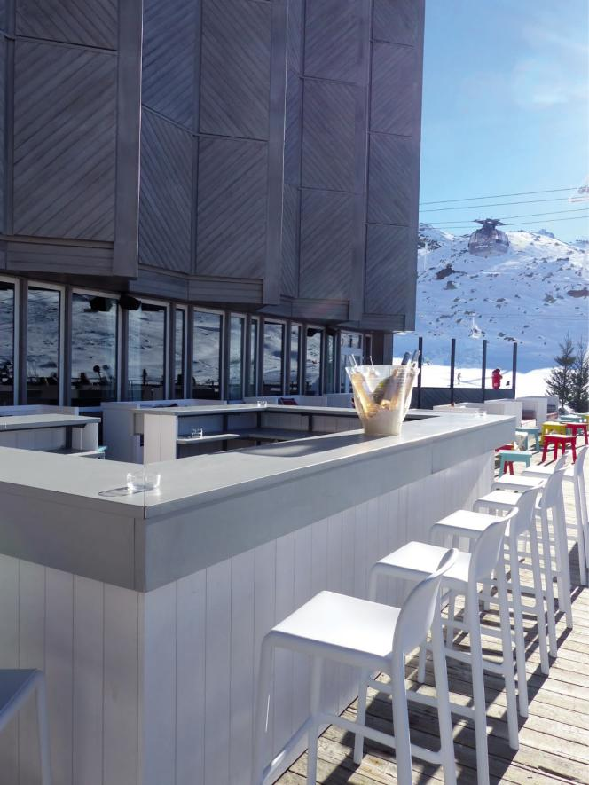 Une immense terrasse,plusieurs bars… le Mercure de Val-Thorens, rebaptisé le Farenheit Seven, s'est offert un sérieux lifting.