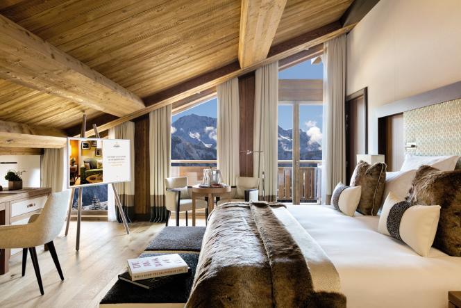 Dans cesnouveaux hôtels, tout est pensépour retenirle clientau chaud comme ces chambres luxueusesaux Neiges,à Courchevel.