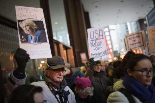 Manifestation contre la nomination deBetsy DeVos, le 31 janvier à Chicago.