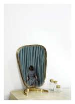 """«""""Room 39"""" a été prise dans un hôtel de Berlin en 2010. Elle est issue de ma série DoNot Disturb. La série, prise dans différentes chambres d'hôtel, est inspirée du programme lancé par le gouvernement norvégien dans les années 1950 pour offrir des congés payés aux femmes au foyer en situation difficile.»"""