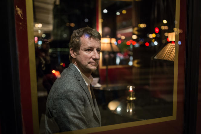 Portrait de Yannick Jadot, candidat EELV à la présidentielle 2017, dans un bistrot parisien, le 31 janvier.