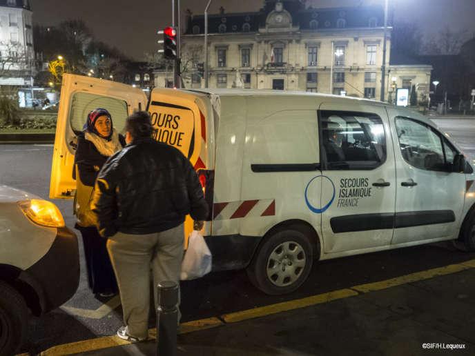 Lors d'une maraude du Secours islamique France, cet hiver.