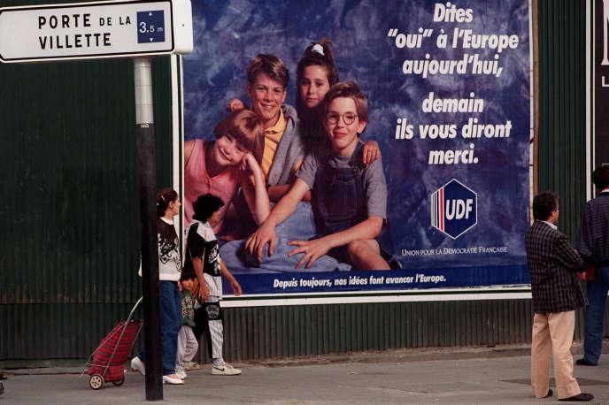 Affiche lors de la campagne pour le référendum sur le traité de Maastricht, en1992, à Paris.