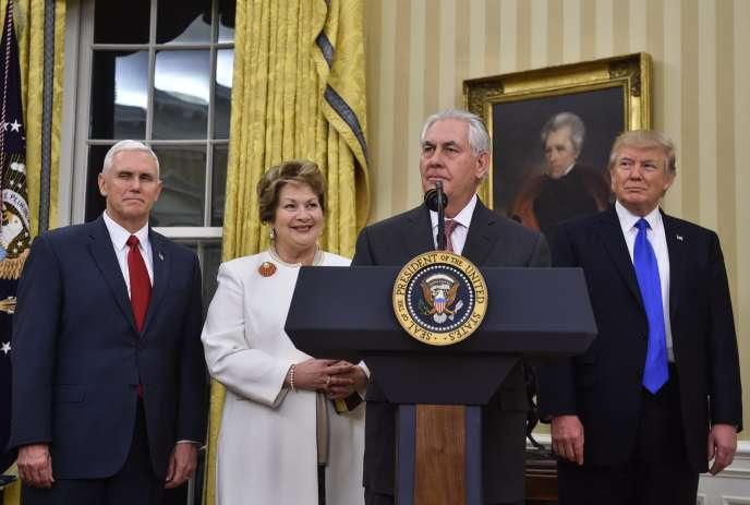 Rex Tillerson entouré de sa femme, Renda St Clair, de Mike Pence et de Donald Trump, le 1er février à Washington.